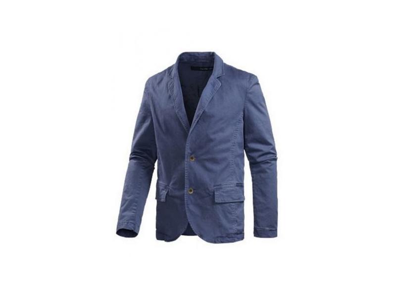 Die Kombination von Sakko mit Jeans ist beispielsweise im Job beliebt, wenn die Kleiderordnung nicht so streng ist. Dazu können Sie sowohl ein Hemd, als auch ein gut sitzendes T-Shirt tragen. Sowohl Jackett, als auch Sakko sind in Form und Gestaltung klassischerweise eher schlicht und .